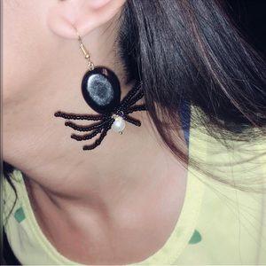 handmade beaded spider earring 🐾